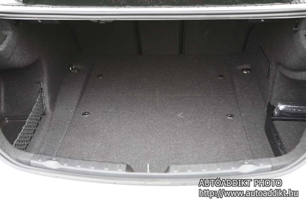 bmw-318d-limousine-sport-line-teszt-autoaddikt-010