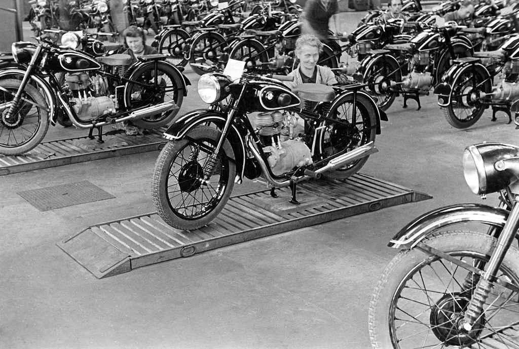 bmw-r24-1948-100-eves-a-bmw-autoaddikt