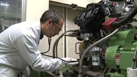 ford-focus-rs-motorhallgato-autoaddikt