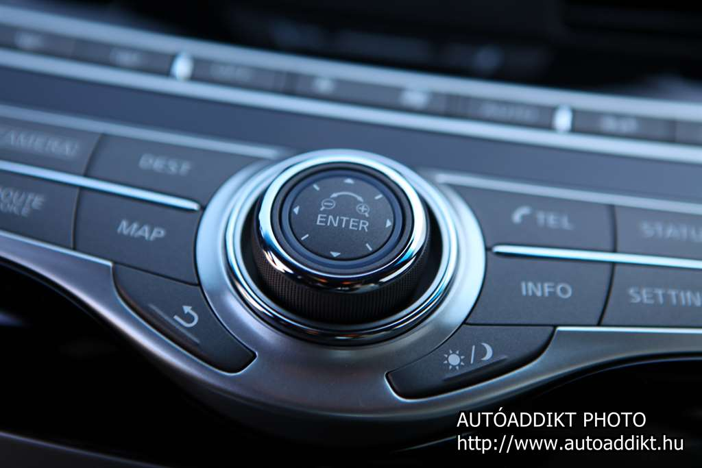 infiniti_q70_s_autoaddikt_teszt_012