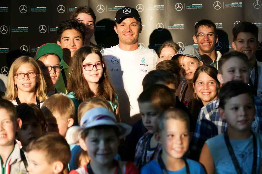 nico-rosberg-gyerekekkel-2016-formula-1-hungaroring-autoaddikt