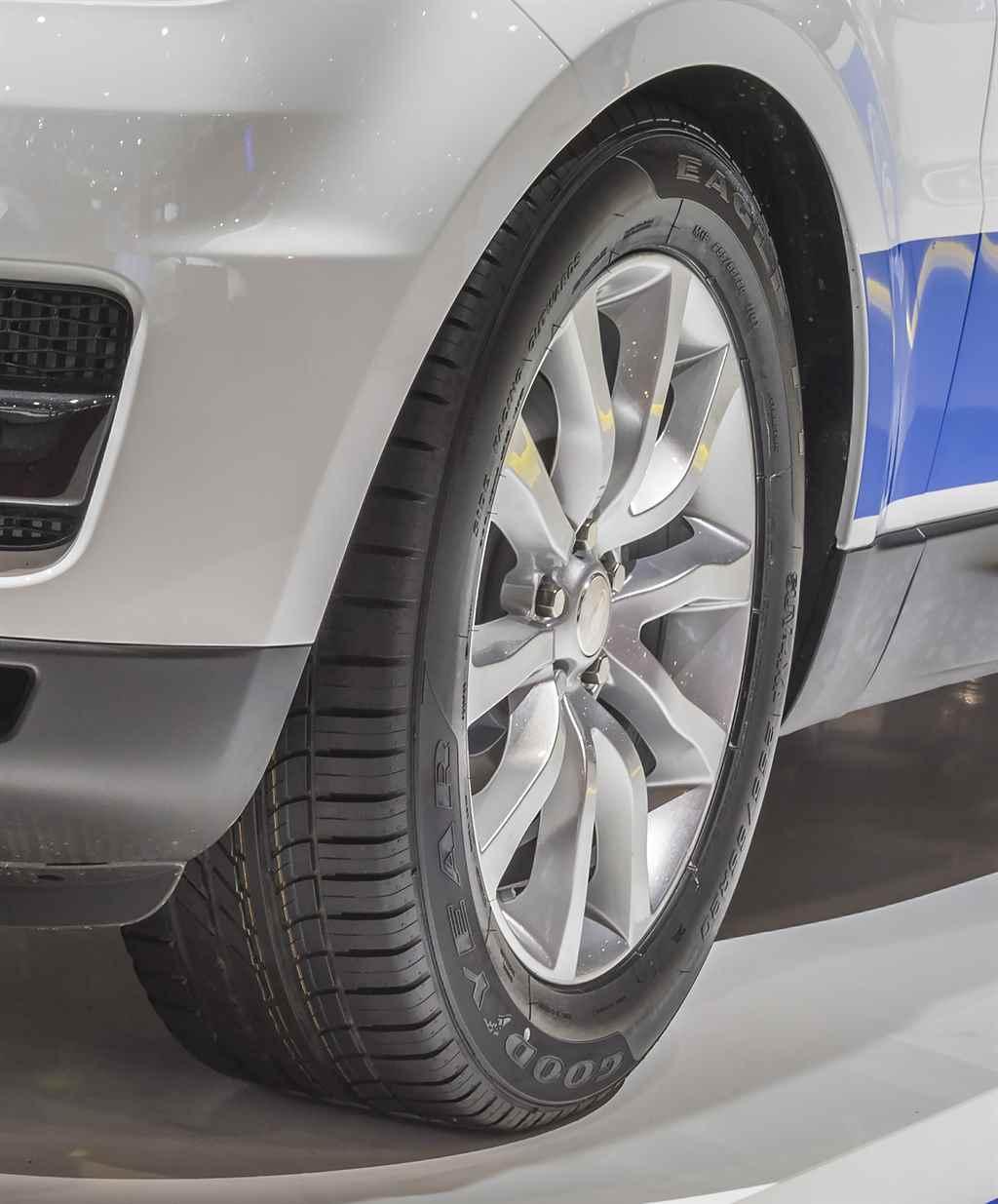 range_rover_sport_2015_goodyear_autoaddikt