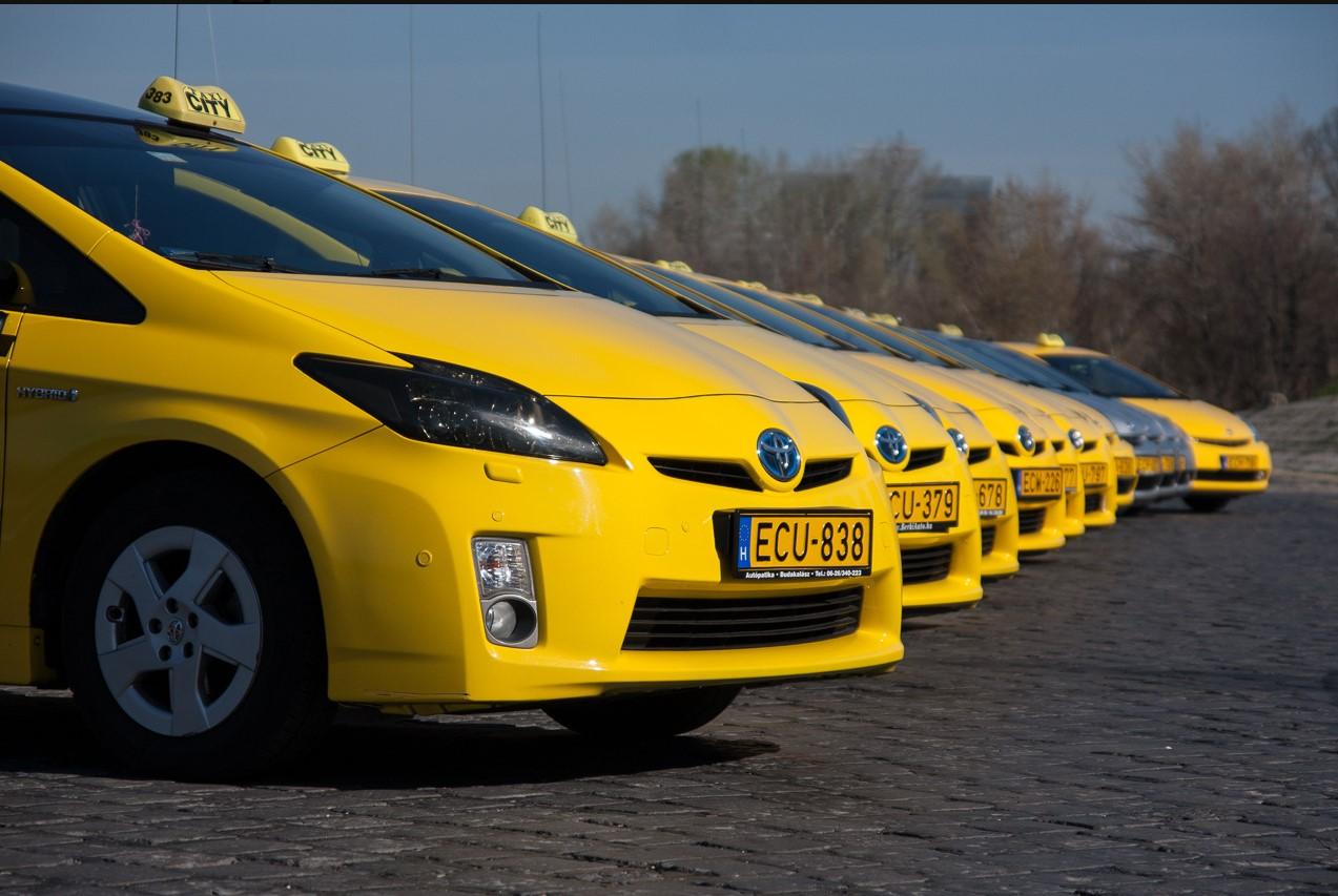 toyota-hibrid-taxi-budapest-autoaddikt