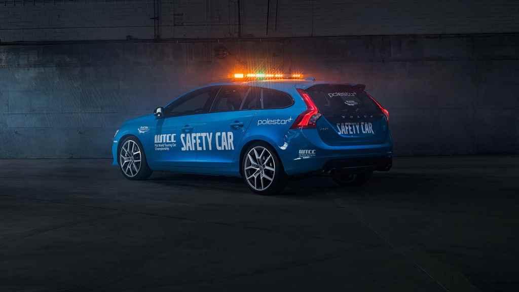 wtcc-2016-volvo-v60-polestar-safety-car-autoaddikt